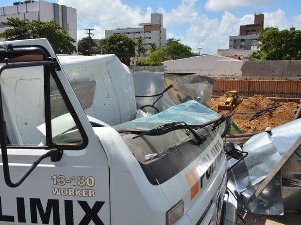 Acidente aconteceu em uma construção no bairro de Tambaú (Foto: Walter Paparazzo/G1)