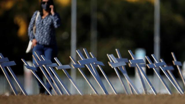 Brasil contabiliza média móvel diária de 692 mortes por covid-19