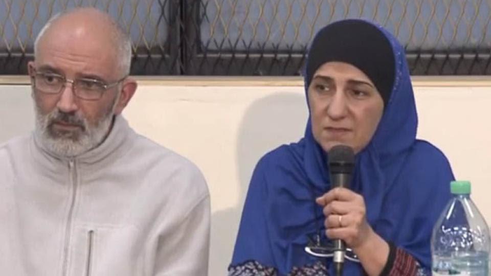 Paola, la madre de los detenidos, durante la conferencia de prensa.