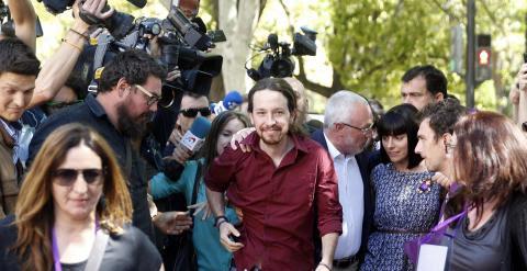 El secretario general de Podemos, Pablo Iglesias, a su llegada  a un acto público en la Universidad de Valencia. EFE/Kai Försterling