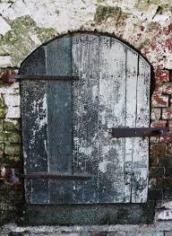 Resultado de imagen de por la puerta pequeña