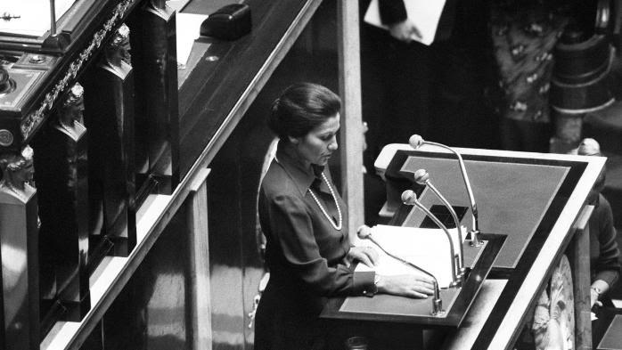 """RECIT. """"Ces excès m'ont servie"""" : novembre 1974, l'intense bataille de Simone Veil pour la dépénalisation de l'avortement"""