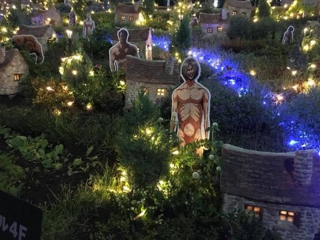 サンシャインビレッジ(スペイン階段)夜 (C)諫山創・講談社/「進撃の巨人」製作委員会