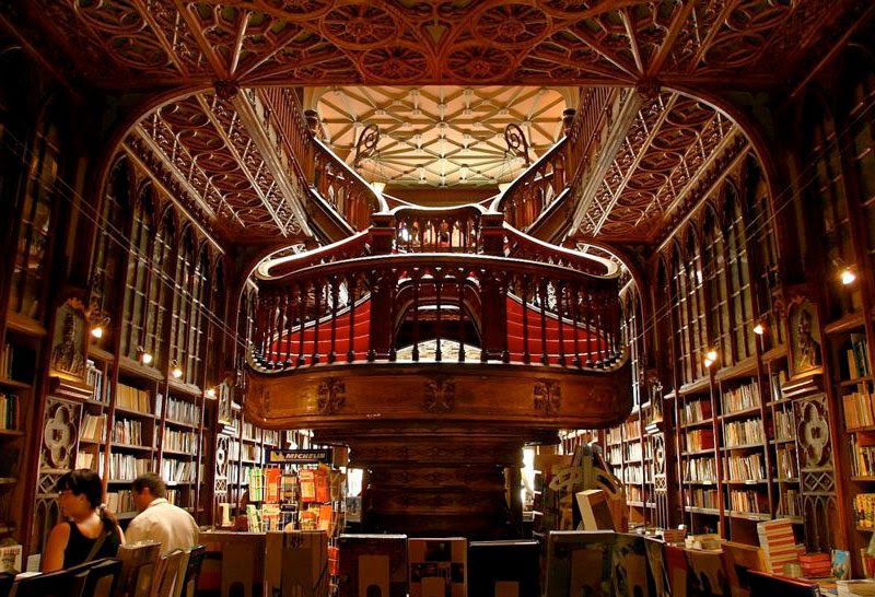 http://www.guiadeviaje.net/portugal/imagenes/oporto-fotos-libreria.jpg