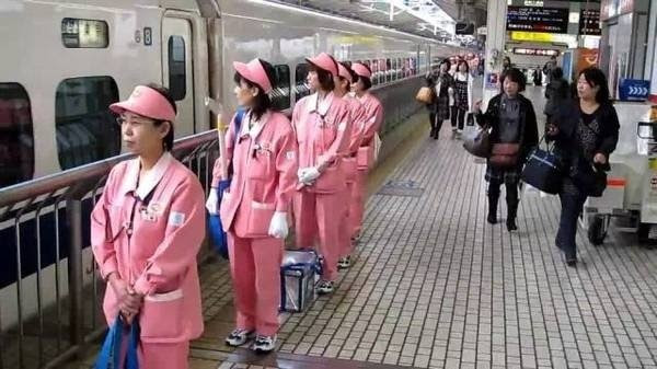 Ngành dịch vụ ở Nhật cũng rất chặt chẽ trong việc giữ gìn vệ sinh nơi công cộng.