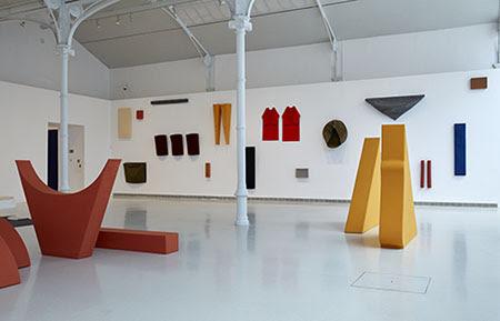 Vista de sala de la exposición. Franz Erhard Walther, Un lugar para el cuerpo, 2017. © Franz Erhard Walther, VEGAP, Madrid, 2017
