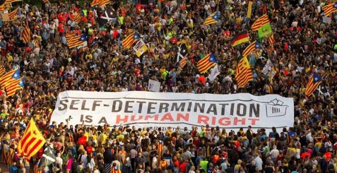 01/10/2018.- Vista de la manifestación soberanista en Barcelona con motivo del primer aniversario del 1-O, bajo el lema 'Recuperemos el 1 de Octubre'. EFE/ Enric Fontcuberta