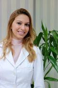 A dermatologista Julyanna do Valle destaca o uso de hidratantes e de sabonetes neutros
