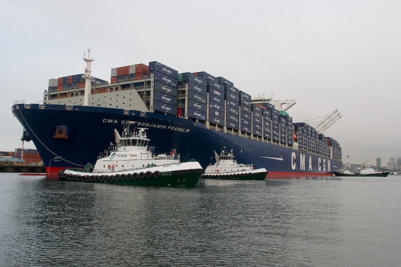Wedell Foss assisting the CMA CGM Benjamin Franklin