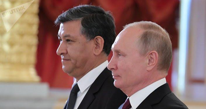 Nuevo embajador de Bolivia en Rusia, Hugo Villarroel Senzano, y presidente de Rusia, Vladímir Putin