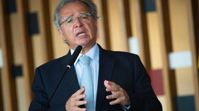 Após vacinação ilegal de empresários, Guedes cancela participação em evento