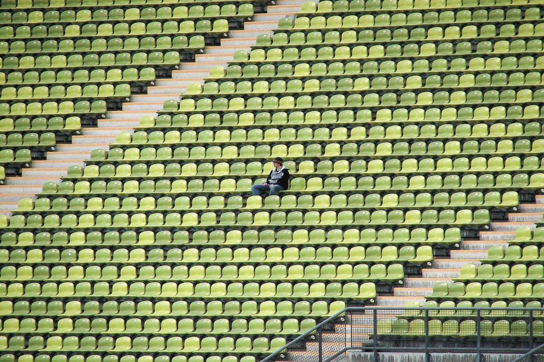 estadio-futbol-vacio-futbol-sin-publico-Andres-Hernandez-1170x780