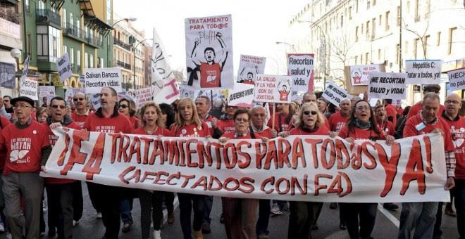Cabeza de una manifestacion convocada por La Plataforma de Afectados por la Hepatitis C. EFE
