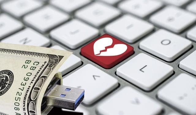 Entre al enlace para saber cómo los estafadores utilizan internet para robarle el corazón y su dinero.