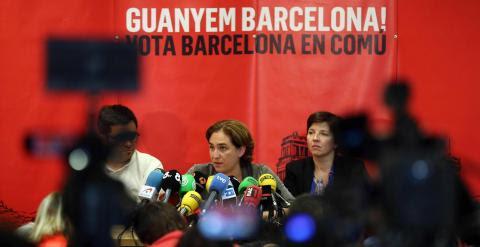 La alcaldable por Barcelona en Comú, Ada Colau, durante la rueda de prensa para valorar los resultados del 24-M. EFE/Toni Albir