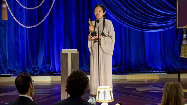 Nomadland faz história no Oscar moldado para defender o futuro do cinema
