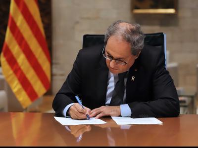 El president Torra ha signat el decret que inicia l'etapa de represa. Autor: Rubén Moreno