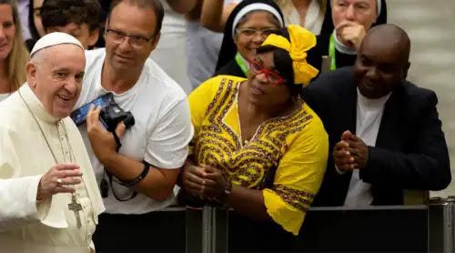 Papa Francisco: Los ídolos matan, el dinero roba la vida y el placer lleva a la soledad