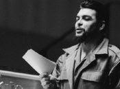 Ernesto Che Guevara es una figura de relevancia mundial. Fue un político, escritor, periodista, médico y comandante de la Revolución Cubana.