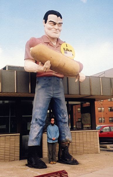 File:Muffler Man with Hot Dog.jpg
