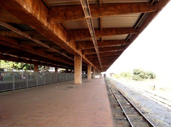 Resultado de imagem para abandono das ferrovias EM Brasília (DF)    fotos