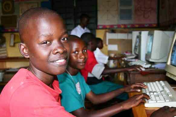 http://www.accionverapaz.org/images/accionverapaz/proyectos/sala_informatica_Benin/ordenadores-africa-tecnologia1.jpg