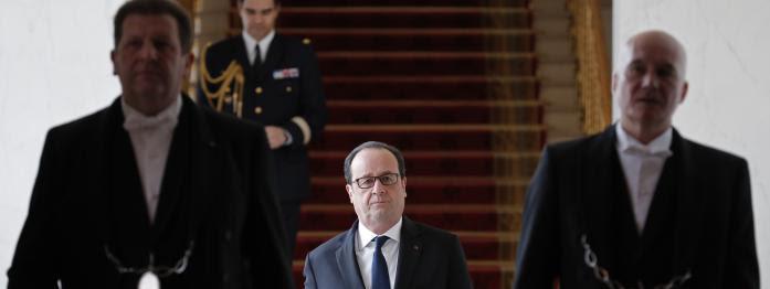 """Hollande répond sèchement à Fillon, Hamon face aux """"trahisons"""", Fillon dément avoir reçu des SMS en plein débat..."""