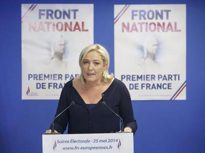 Marine Le Pen en la sede del Front National tras conocer los resultados a pie de urna