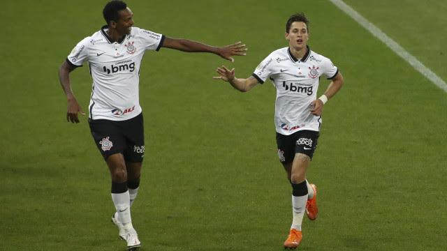 Corinthians vence Ceará, sobe para oitavo e sonha com vaga na Libertadores