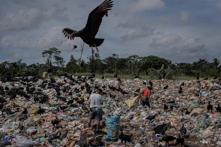 Lixão em Barcarena (PA), na região metropolitana de Belém