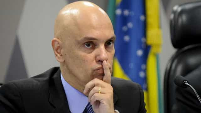 Moraes manda bloquear contas de bolsonaristas no Twitter fora do país