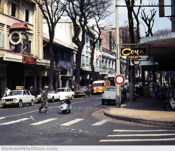 Góc đường Tự Do – Thái Lập Thành (nay là Đồng Khởi – Đông Du) – 1974