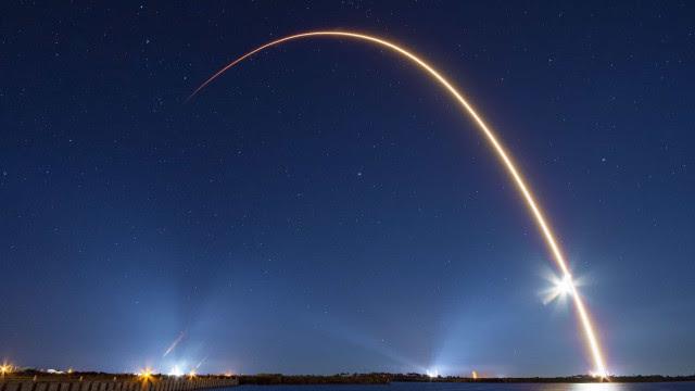SpaceX lança em órbita mais 60 satélites; Veja as imagens!