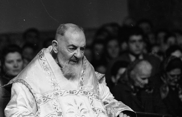 Agonia św. ojca Pio. Jak cierpiał wielki święty? [WYWIAD] | Niedziela.pl