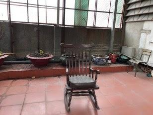 Hình 3- Sân thượng với tấm lưới sắt