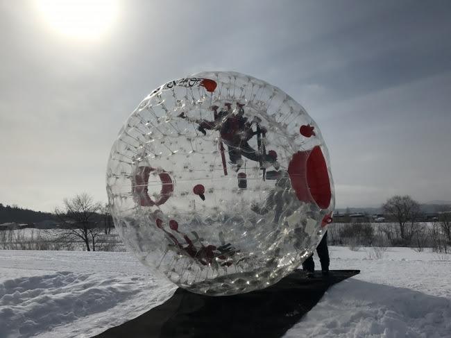 雪山にゾープボールは映えますね。