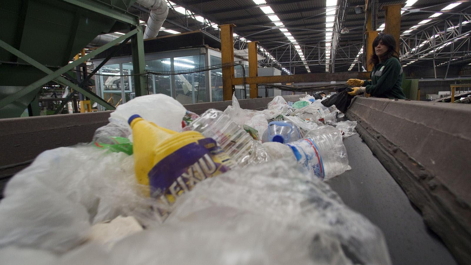 Els catalans estan al capdavant d'Europa en el reciclatge d'envasos. / MANOLO GARCÍA