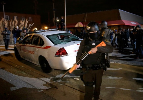 Estallan protestas en Ferguson12