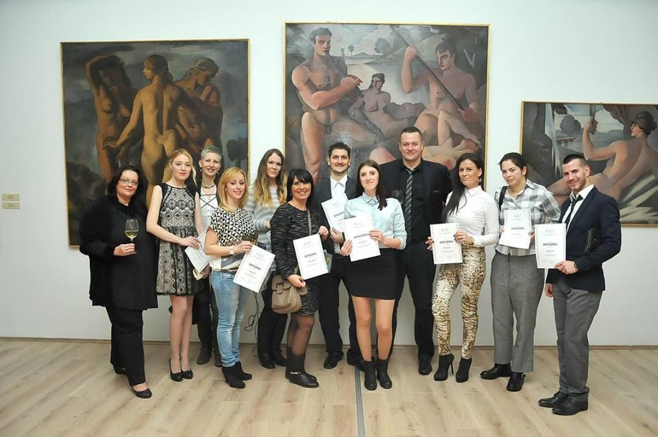 Polaznici Škole sa Robertom Čobanom na dodeli diploma na prijemu u Galeriji Matice srpske, 21. decembar 2014.