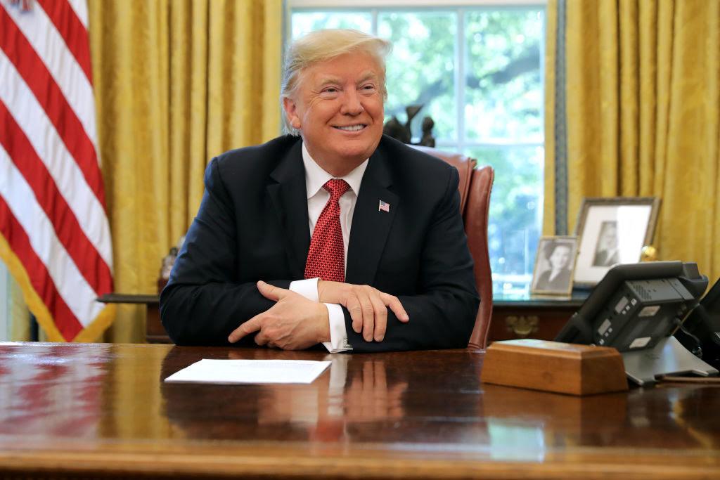 """""""Đầm lầy Washington"""" đã chuẩn bị một kế hoạch phòng ngừa cho từng mối đe dọa tiềm tàng của nó. Tuy nhiên, ông Trump đã làm quá chính."""