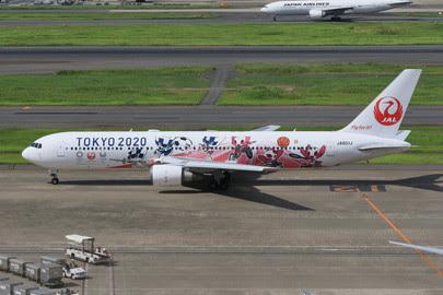 PH04307 | Phoenix 1:400 | Boeing 767-300ER JAL Tokyo 2020 JA601J | is due: January 2020