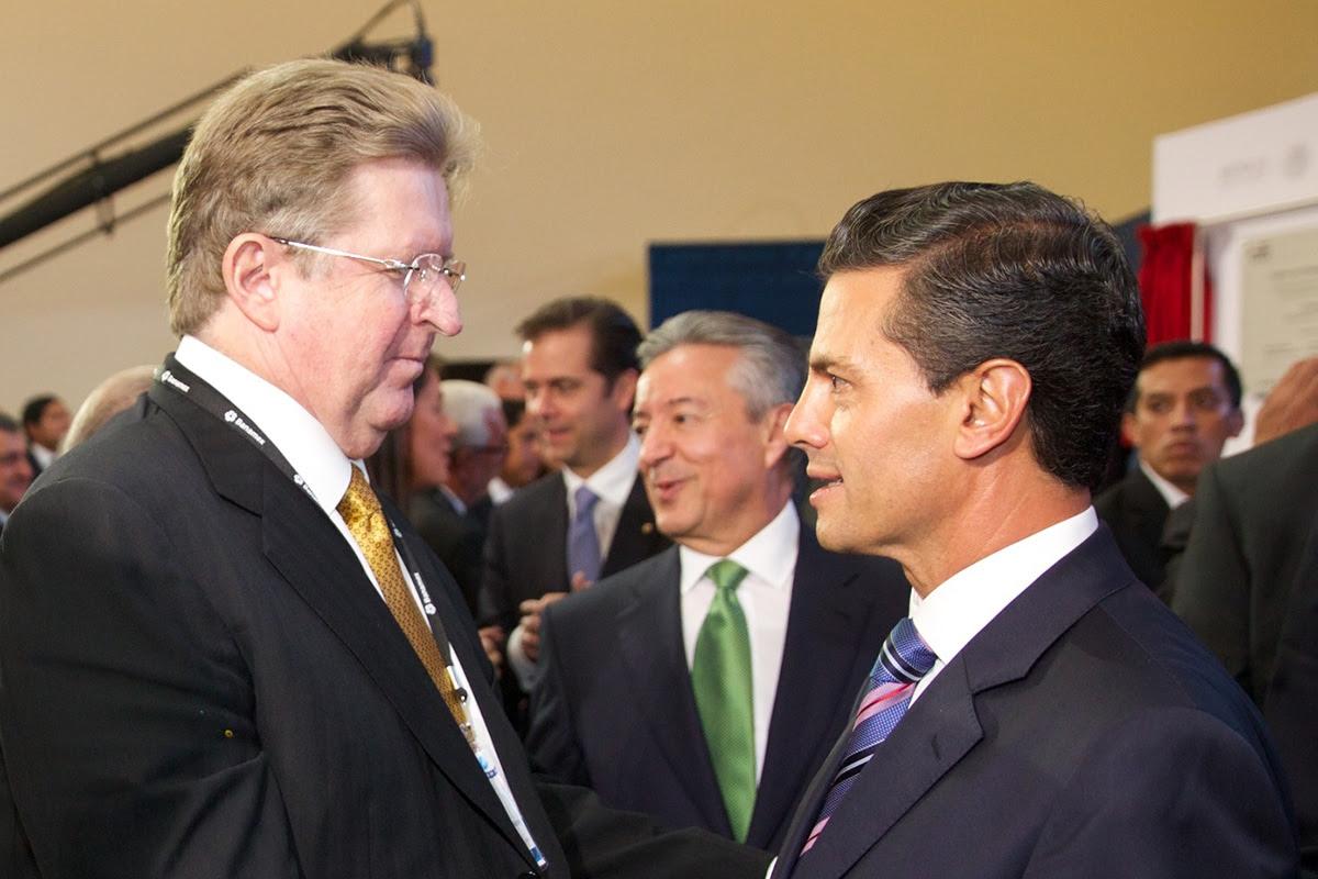 Peña Nieto da adjudicaciones directas a empresarios como Germán Larrea