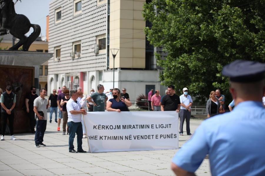 This image has an empty alt attribute; its file name is Protesta-2-Lotaria-e-Kosoves-foto-Visar-Kadrolli-1.jpg