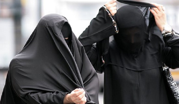 Sri Lanka bans burqa after deadly Easter bombing, Muslim clerics cry foul