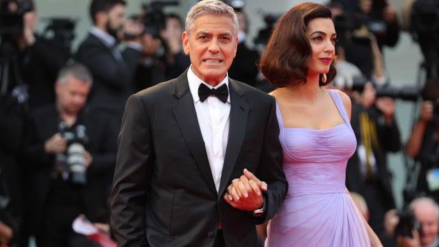 Quarentena com filhos? George Clooney diz que passa o dia a lavar a louça