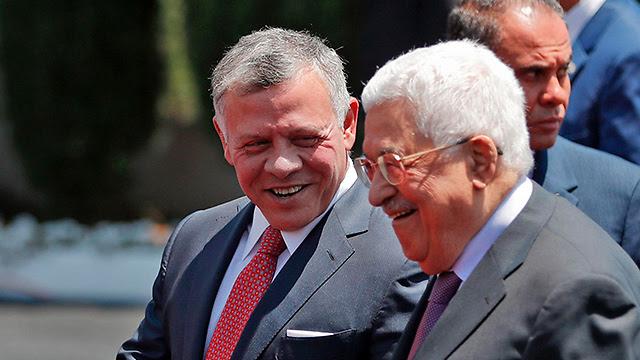 Король Иордании Абдалла (слева) и глава Палестинской автономии Абу-Мазен