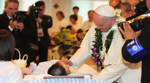 El Papa a enfermeros: La ternura es la llave y la medicina preciosa para los enfermos