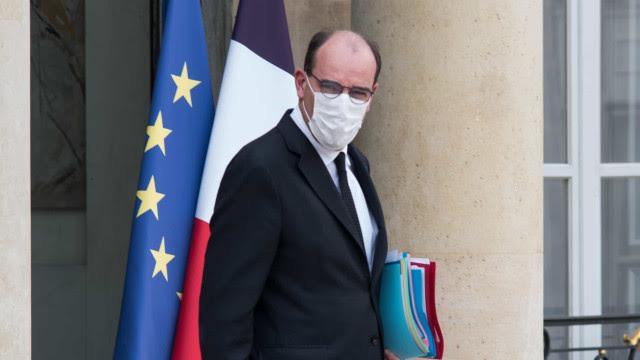 Primeiro-ministro francês recebe calcinhas em protesto contra lockdown