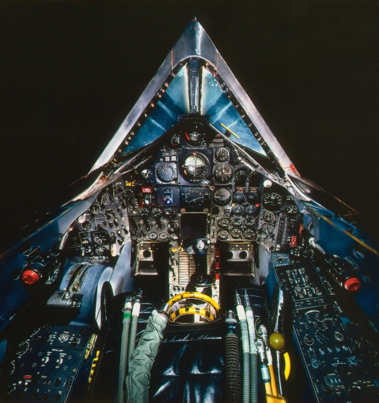 http://www.laboiteverte.fr/21-cockpits-davions/13-cockpit-avion-lockheed-sr-71a-blackbird/