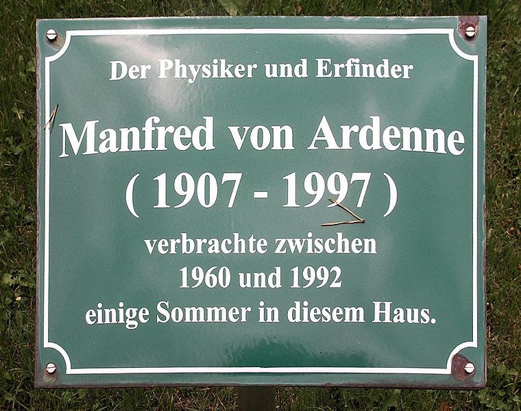 File:Gedenktafel Maxim-Gorki-Strasse 39 (Bansin) Manfred von Ardenne.jpg